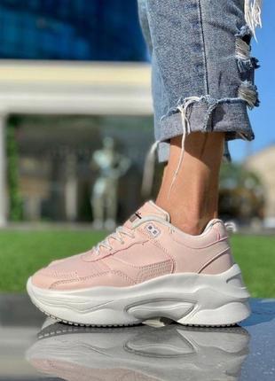Женские кроссовки светло розовые