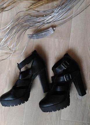 Стильные чёрные туфли atmosphere, кожа, размер 38 обмен