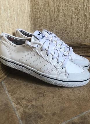 Кроссовки adidas court original