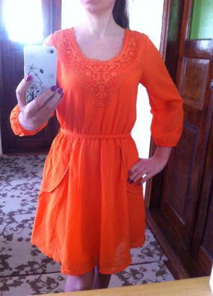 Новое яркое шифоновое платье