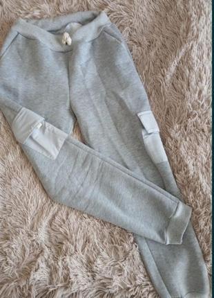 Женские спортивные штаны серые на манжете