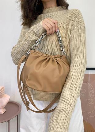 Новая сумочка коричневого цвета с цепочкой