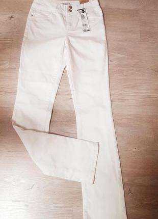 Стильные брендовые белые джинсы cache cache