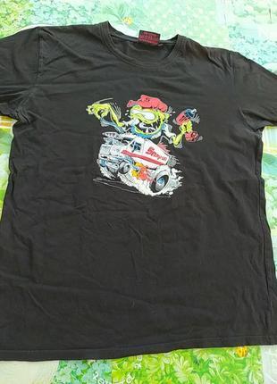 Черная мужская футболка с прикольным принтом