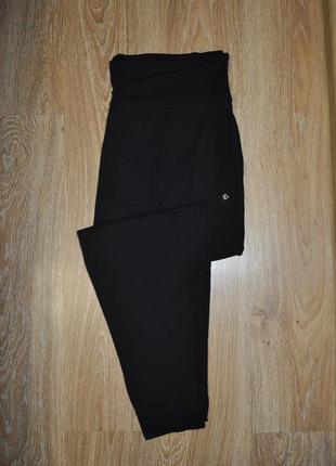 Черные зауженые спортивные штаны от тсм tchibo германия