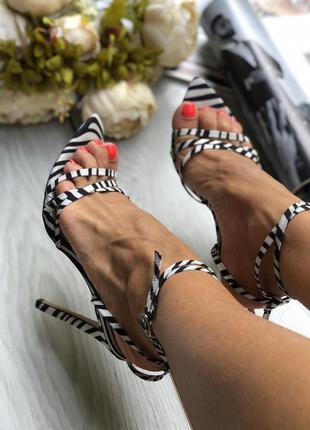 Шикарные босоножки на каблуке шпильке