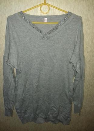 Шикарный стильный свитер с красивым интересным дизайном на груди 10-12