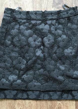 Чёрная с цветами юбка  topshop