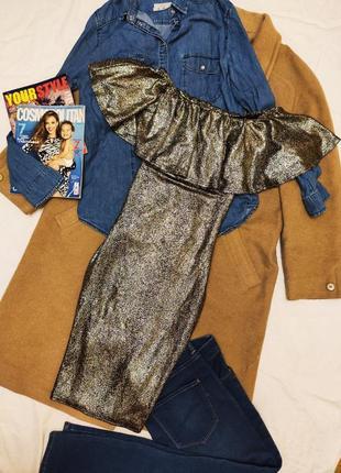 Quiz платье золотое чёрное с открытыми плечами с воланом