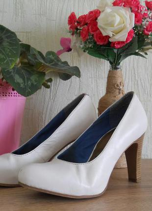 Свадебные белые кожаные туфли tamaris