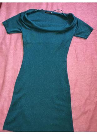 Нарядное платье,цвет очень красивый ,фото плохо передаёт. ткань хорошо тянется👍