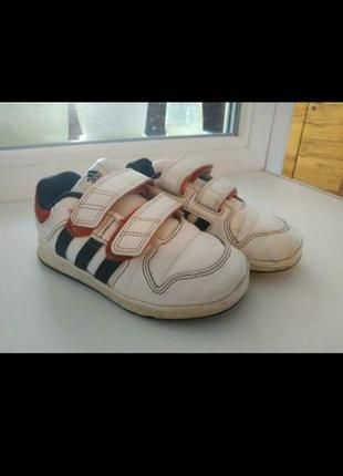 Adidas фирменные кроссовки