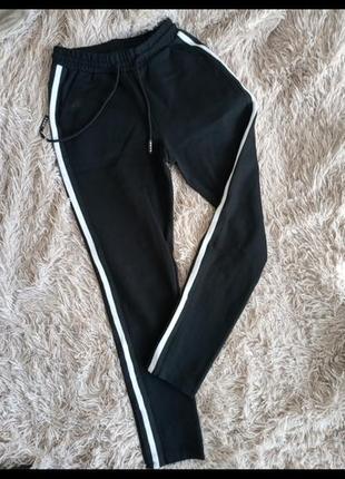 Женские спортивные штаны черные с белыми полосами высокая посадка