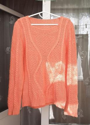 Теплый свитер вязаный