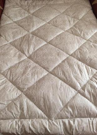 Шикарные тёплые одеяла отличного качества!все размеры!разные расцветки!