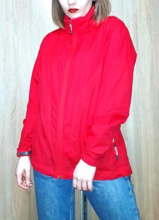 Ярко красный туристический дождевик ветровка анорак с капюшоном rohan