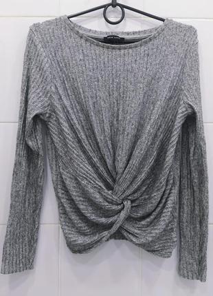 Шикарный свитерок в рубчик с узлом