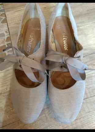 Красиві замшеві туфельки