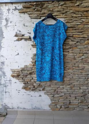 Эффектное с красивой спинкой платье большого размера