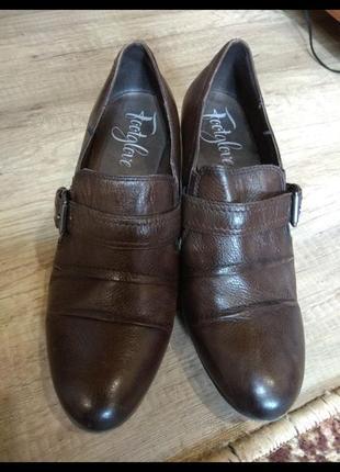 Шкіряні туфельки 40 розмір