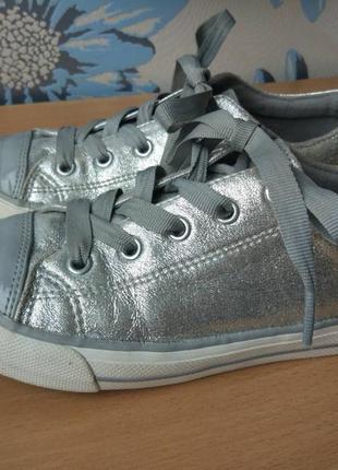 Кеды для девочки серебро блестящие marks & spencer 21,5 см 34 размер