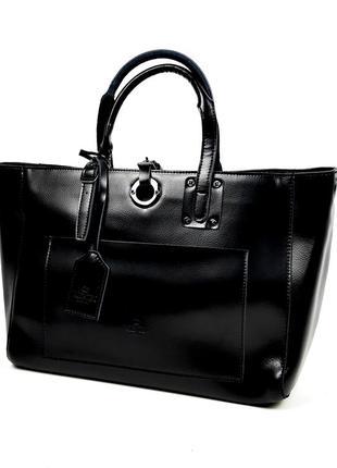 Большая сумка из натуральная кожи черного цвета valentino