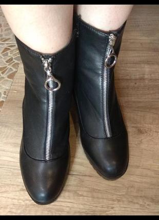 Красиві чобітки