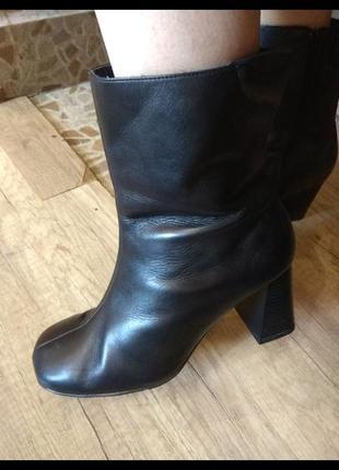 Шкіряні красиві чобітки
