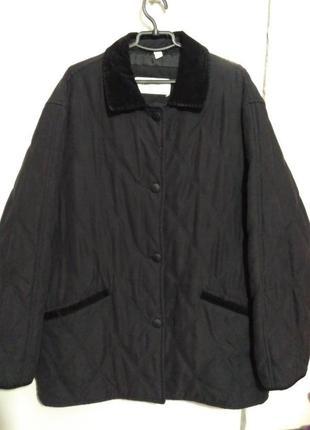 Чёрная стёганая демисезонная куртка
