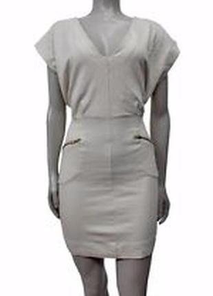 Облегающее платье по фигуре из джерси.