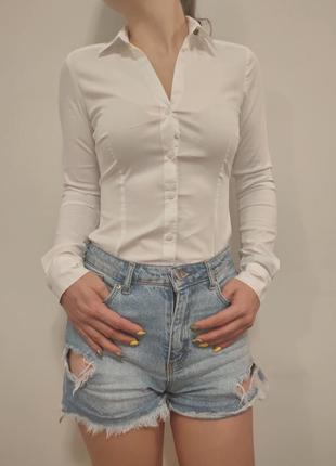 Красивая базовая белая рубашка блузка