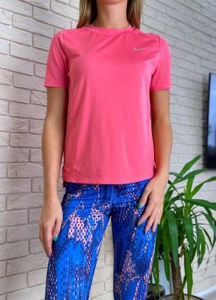 Розовые коралловая футболка спортивная тенниска