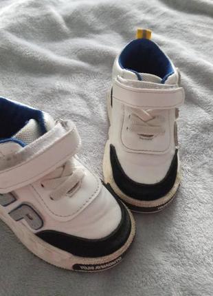Осінні кросівки