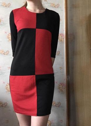 Интересное красное чёрное платье на осень