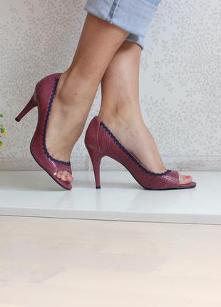 Кожаные туфли кожа змеи, с откритым носком, бренд colcci бразилия 38-39