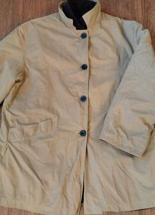 Интересная фирменная теплая куртка ветровка