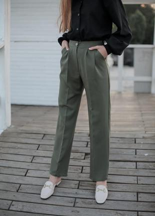 Свободные брюки цвета хаки