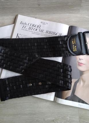Широкий черный плетеный пояс