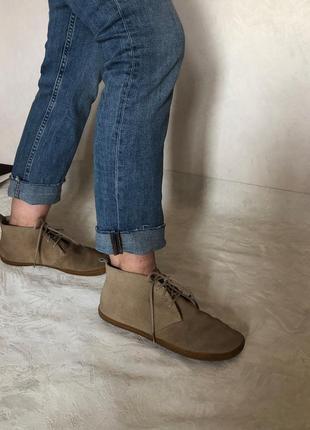 Легендарные легкие ботинки  vivobarefoot натуральный замш