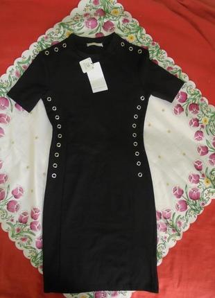 В наличии отличное новое платье по фигуре с биркой от zara.акционная стоимость !!!!!