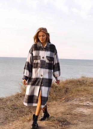 Пальто в клетку в рубашечном стиле