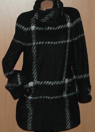 Элегантное шерстяное пальто  бренда basler.