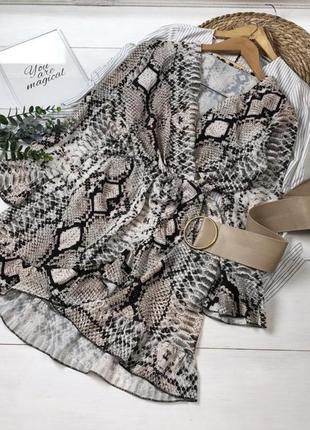 Платье в змеиный принт