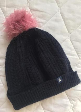 Уютная теплая женская шапка с помпоном из шерсти