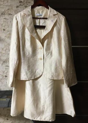 Винтажный шёлковый костюм расшитый нежными цветами ambiance