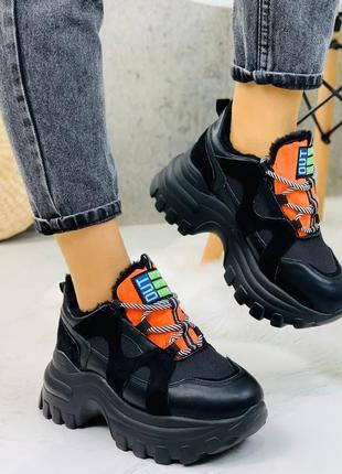 Новые женские зимние чёрные кроссовки