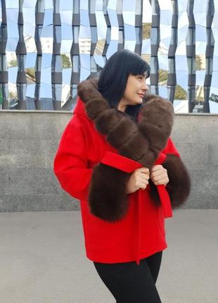 Красное пальто утеплённое с мехом песца