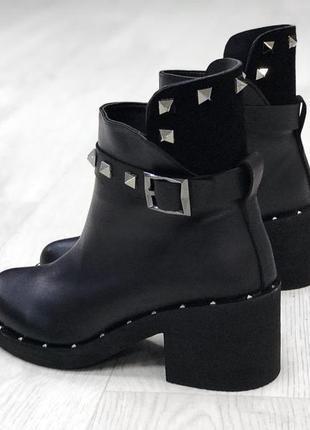 Ботинки демисезон чёрный замш ( высокая пятка)