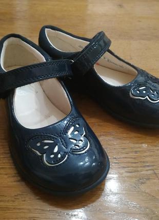 Туфлі для дівчинки лаковані