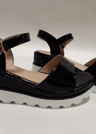 Женские босоножки (сандалии) черные лаковые, размера, наложка